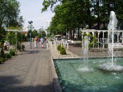 P6220121 Kurpromenade mit Wasserspielen